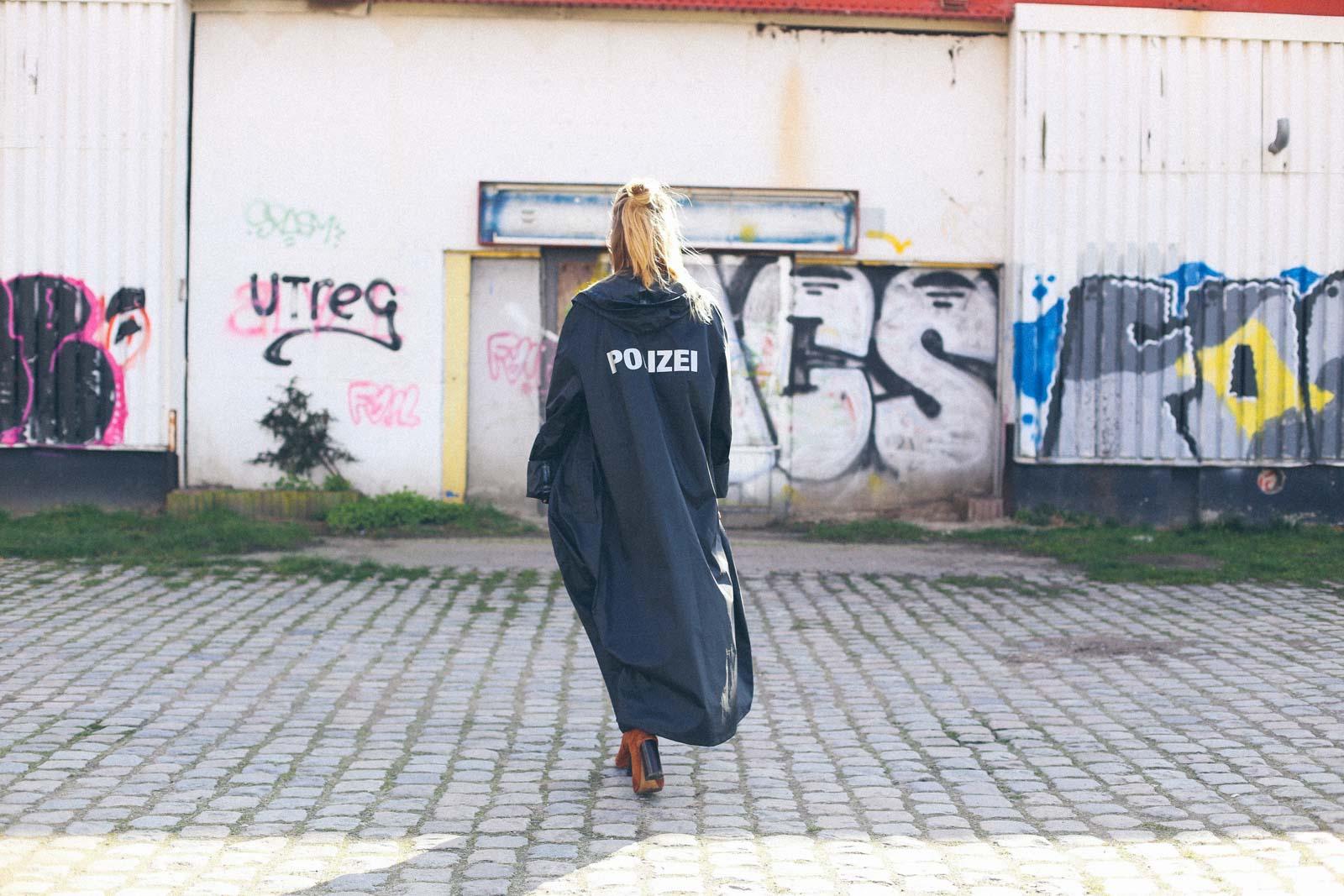 ruthvansoom-polizei-vetements-3
