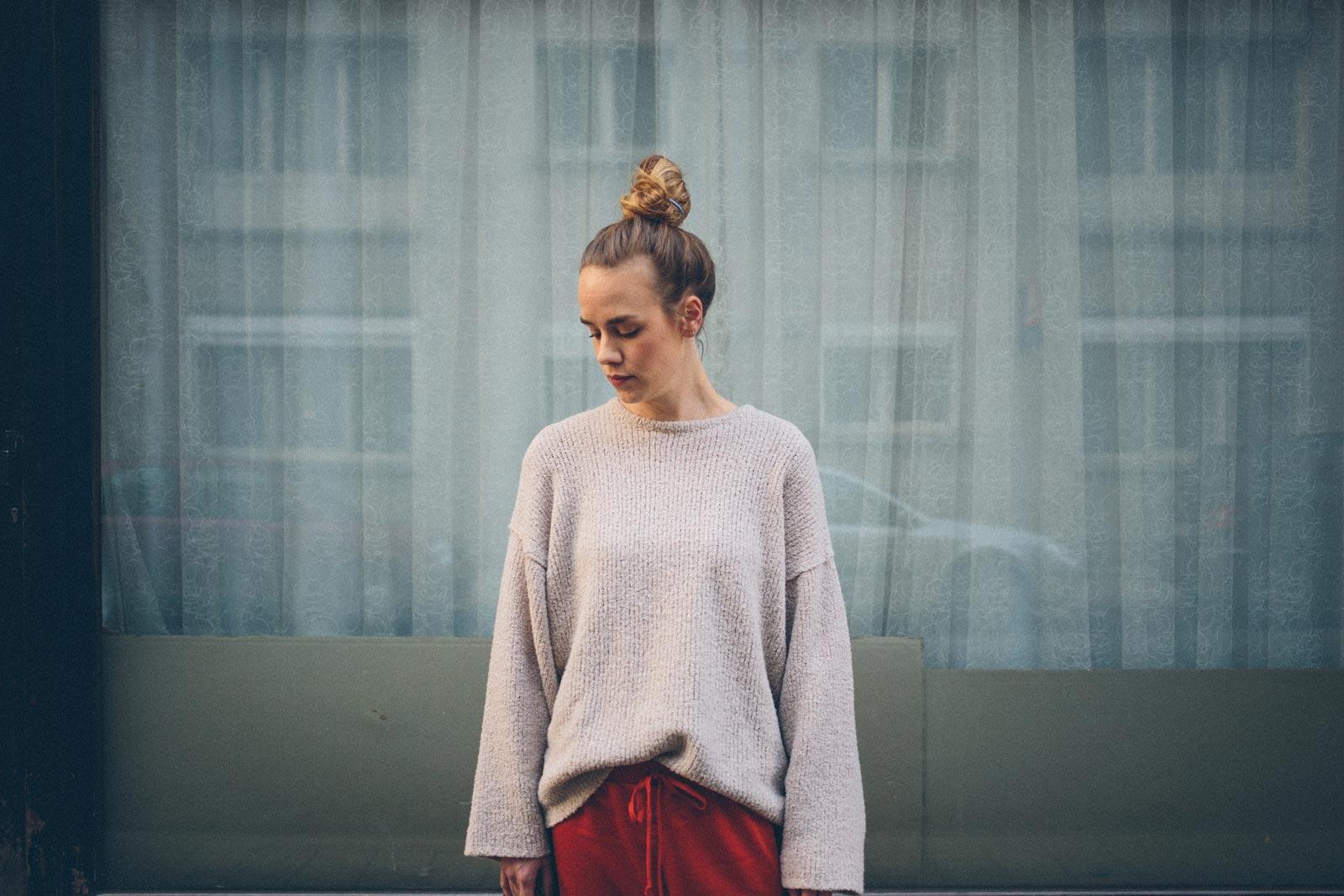 ruthvansoom-blackfurryslippers-sarenza-outfit-streetstyle-1